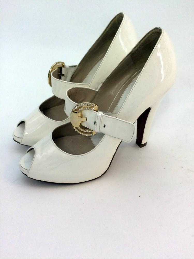 Туфли из лакированной кожи, сметаллической деталью и стразами 4592.08-белый